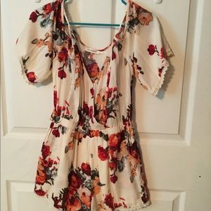 Floral summer romper, open shoulder, lace trim